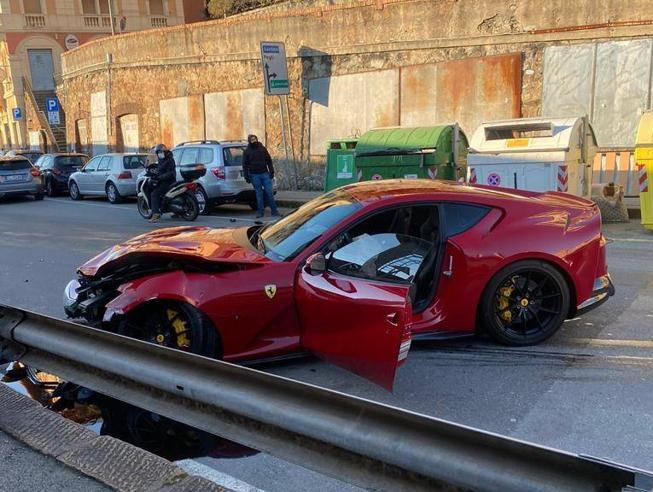 Lava la Ferrari di Marchetti e si schianta: distrutta - Sportmediaset