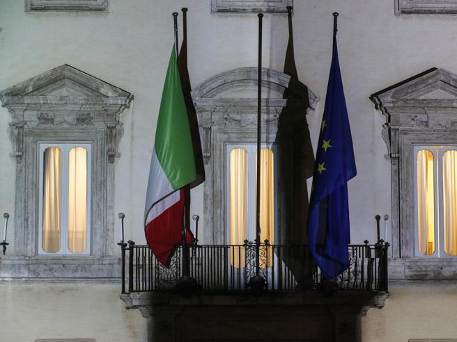 Crisi di governo, Renzi alza ancora la posta. Il piano di Conte  per i nuovi gruppi