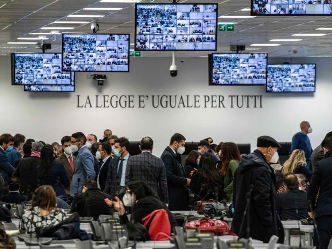 'Ndrangheta, giudice incompatibile: subito rinviato il maxi processo contro i clan