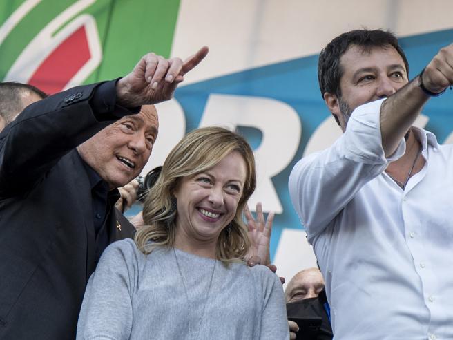 Crisi di governo, la «profezia» di Giorgetti: e i leader  non escludono il governo di unità nazionale