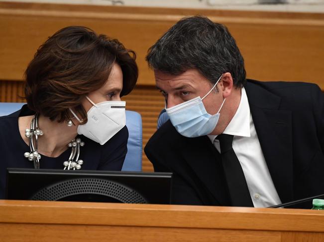 Crisi di governo, Renzi guarda a Lamorgese: potrebbe andare lei a Palazzo Chigi