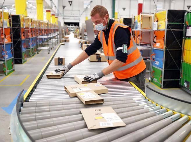 Amazon, due nuovi centri in Italia entro il 2021: 1.100 assunzioni