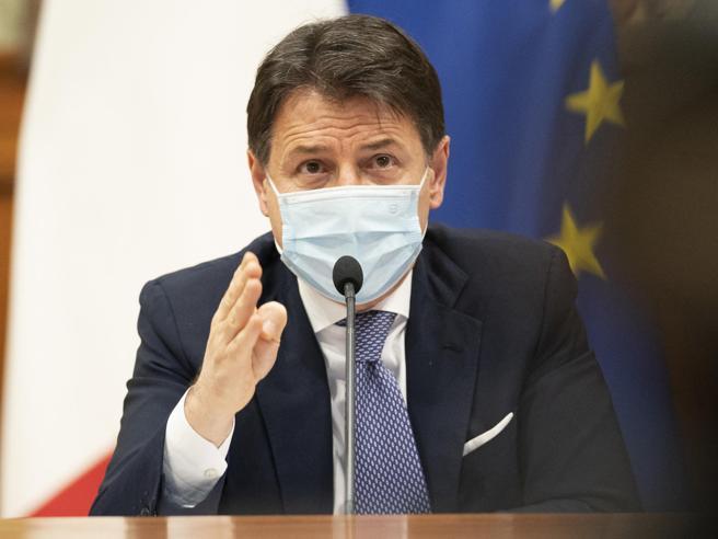 Crisi di governo, Conte non contempla (per ora) le dimissioni: è una strettoia, ma posso uscirne