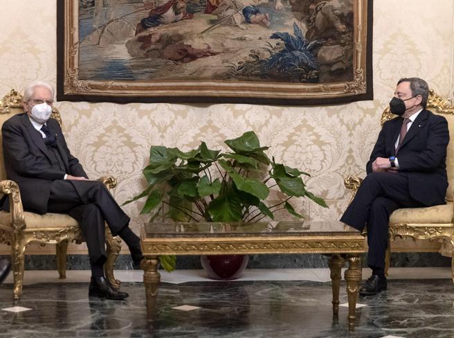 Draghi e i ministri del nuovo governo hanno giurato al Quirinale
