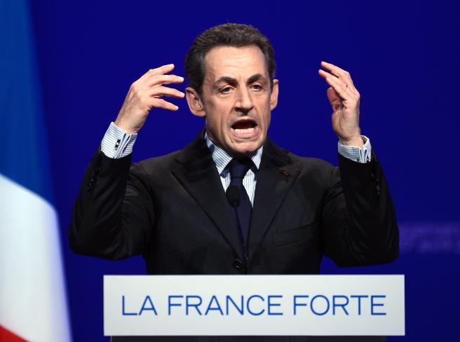 Sarkozy condannato a tre anni, uno di carcere