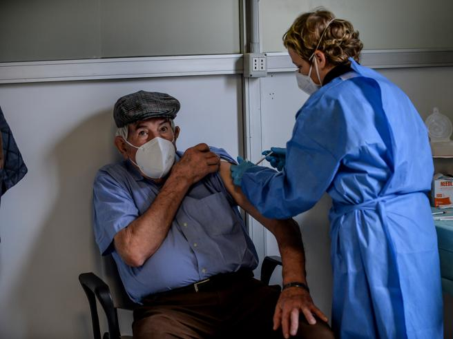 Vaccini AstraZeneca, l'Italia ha bloccato l'export dall'Ue all'Australia