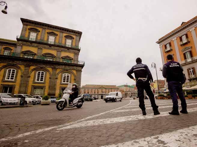 Coronavirus, zona rossa in tutta Italia: l'ipotesi del governo per il weekend