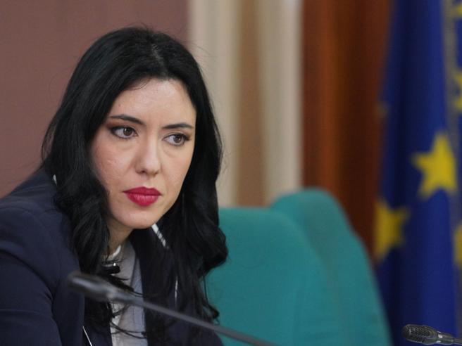 Il ministero dell'Istruzione revoca l'incarico a Pasquale Vespa. Soddisfatta l'Azzolina sui social