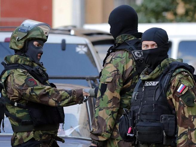 Spionaggio ufficiale di Marina italiano arrestato Ha dato documenti segreti Nato a un ufficiale russo