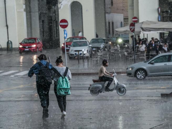 Maltempo Toscana, codice giallo per piogge e temporali lunedì 24 maggio