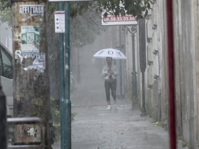 Meteo, in arrivo pioggia e intensi temporali con forti raffiche di vento