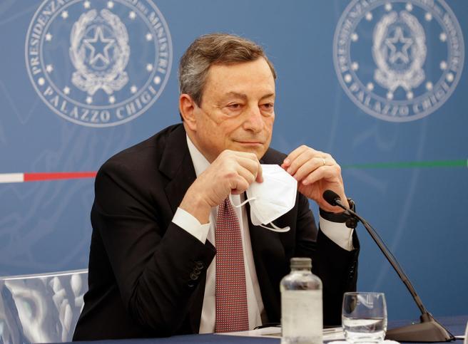 Draghi: 'L'eterologa funziona, io la farò, ma c'è libertà di scelta'