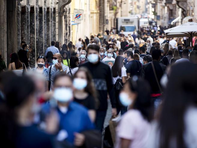 Stop alla mascherina all'aperto, ipotesi del 5 di luglio