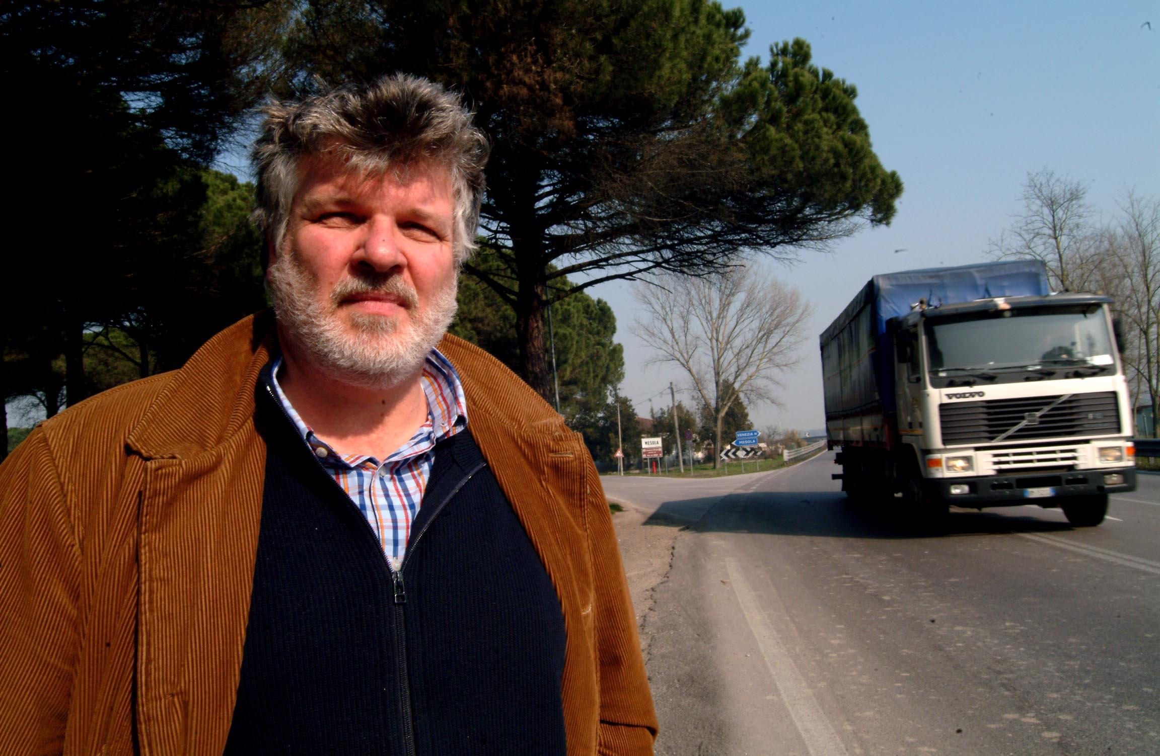 Durante un reportage sulla statale romea che collega Mestre a Ravenna (Cavicchi)