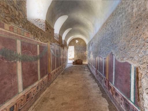 Pompei, folla e turisti in coda Tutti pazzi per le   nuove domus