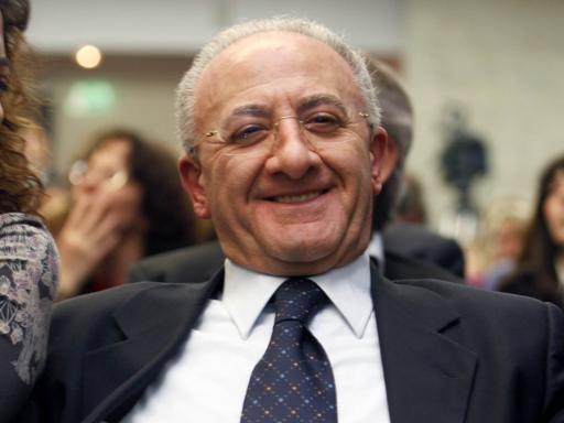 De Luca: rinviatala decisione sulla sospensione,  resta in carica