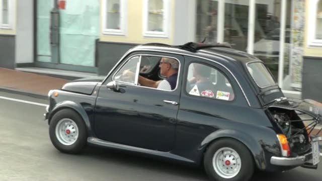Le Fiat 500 D Epoca Invadono Capri Corriere Tv