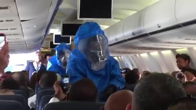 Ho l'Ebola, siete tutti spacciati!» Lo scherzo a bordo dell'aereo crea il panico tra i passeggeri