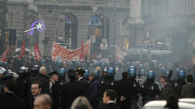 La prima alla Scala, scontri tra manifestanti e polizia Diretta video