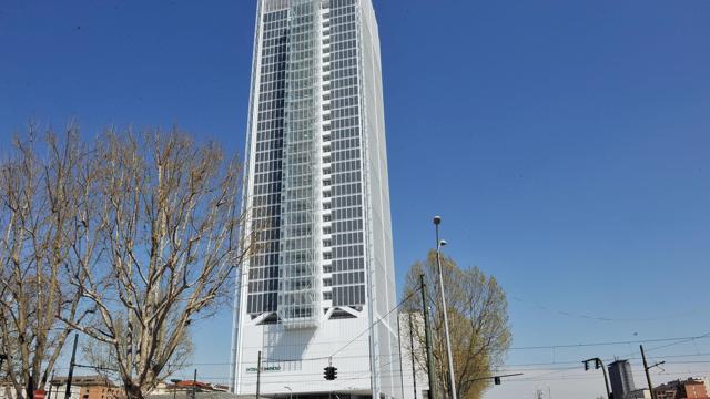 Pronto il grattacielo di intesa sanpaolo a torinovenerd for Piani di palazzo con piscina coperta