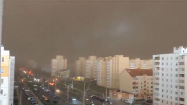 Bielorussia, la tempesta trasforma il giorno in notte