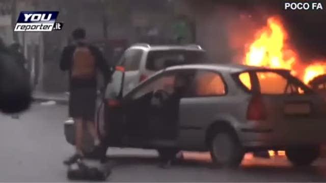 Milano, corteo no Expo: si lancia tra le fiamme per salvare la propria auto