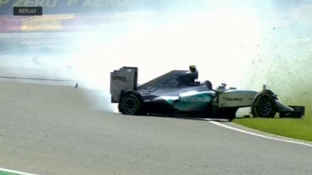 Esplode pneumatico a 300 km/h, paura per Rosberg sul circuito di Spa