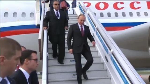 Putin, la sua «camminata da pistolero» diventa oggetto di studio