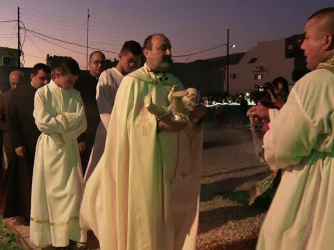 Il Natale tra gli ultimi cristiani sul fronte della guerra a Isis