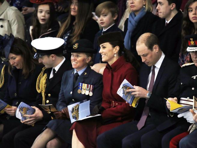 Kate Middleton sceglie il riciclo sicuro: eccola ancora con il cappotto rosso preferito