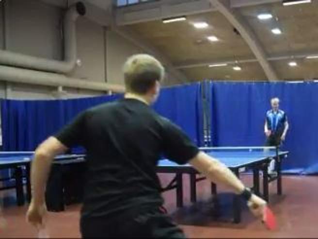 Ping pong, ma dove è passata la pallina? Il colpo è impossibile