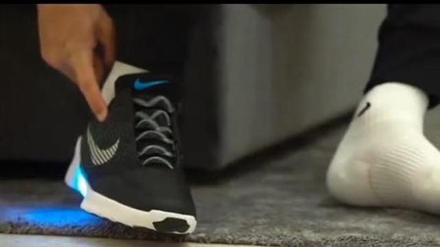 Da «Ritorno al futuro» a Cristiano Ronaldo  ecco le scarpe che si  allacciano da sole - Corriere TV 40cffb18657