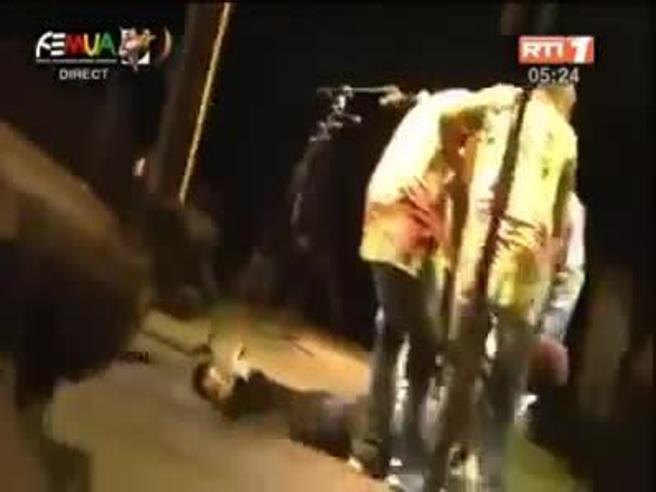 Muore sul palco Papa Wemba,  star  della musica  africana  Video