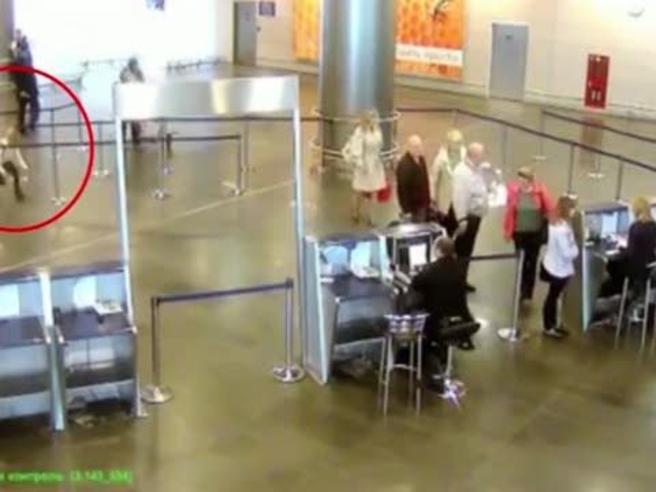 Aeroporto Mosca, la bambina che beffa i controlli antiterrorismo: ecco come l'undicenne riesce a imbarcarsi
