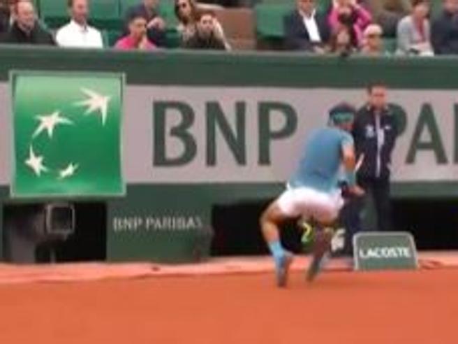 Roland Garros, il colpo spettacolare di Rafa Nadal: passante sotto le gambe