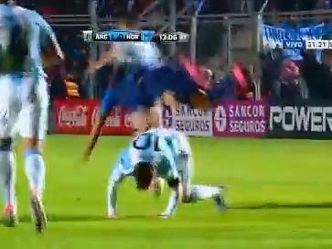 Messi, brutto infortunio alla schiena durante l'amichevole con l'Honduras