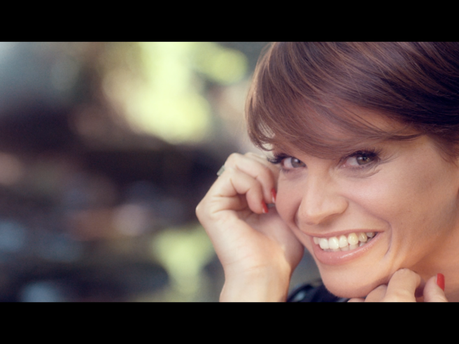 Alessandra Amoroso Anteprima Del Nuovo Video Vivere A Colori