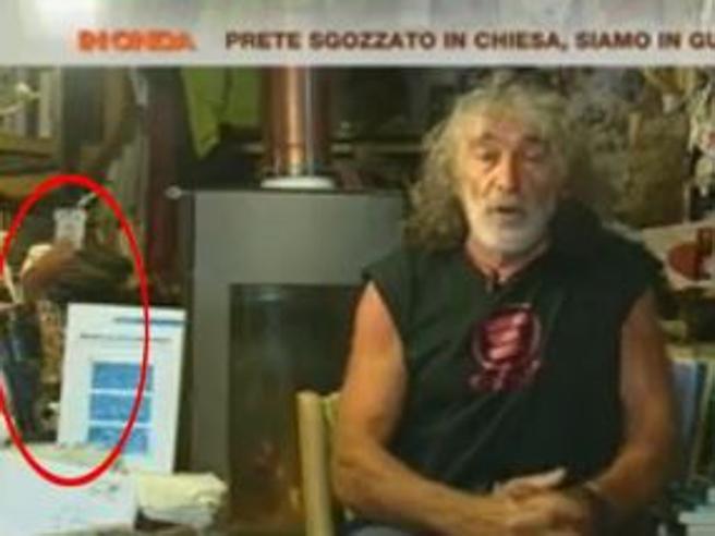 Mauro Corona e il revolver in tv: «Ho un porto d'armi innocuo»