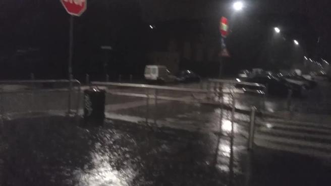 Milano, bomba d'acqua notturna:  strade allagate nella zona nord