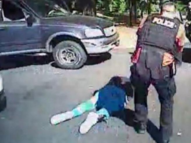 Charlotte, la polizia rilascia i due video sulla morte di Keith Lamont Scott