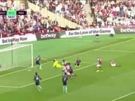 Calcio inglese: il gol incredibile di Payet, salta tutti gli avversari (quasi) come Maradona