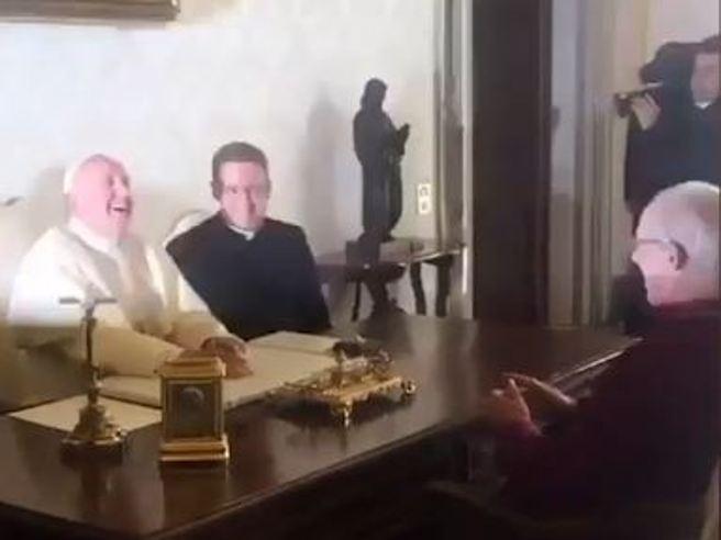 Risultati immagini per conferenza stampa 5 Stelle con l'arcivescovo di Aleppo