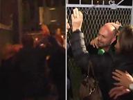 Inviato di «Striscia» fermato con violenza dalla polizia: «Sono armato solo di microfono»
