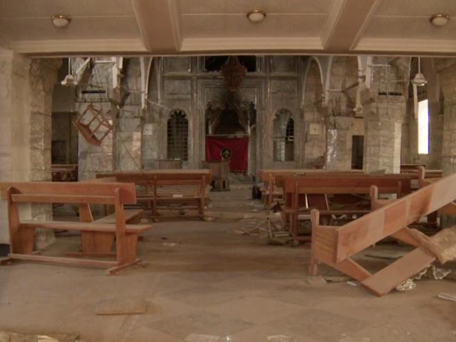 Iraq, nella chiesa devastata dalla furia jihadista: «Memoria violata» Il video