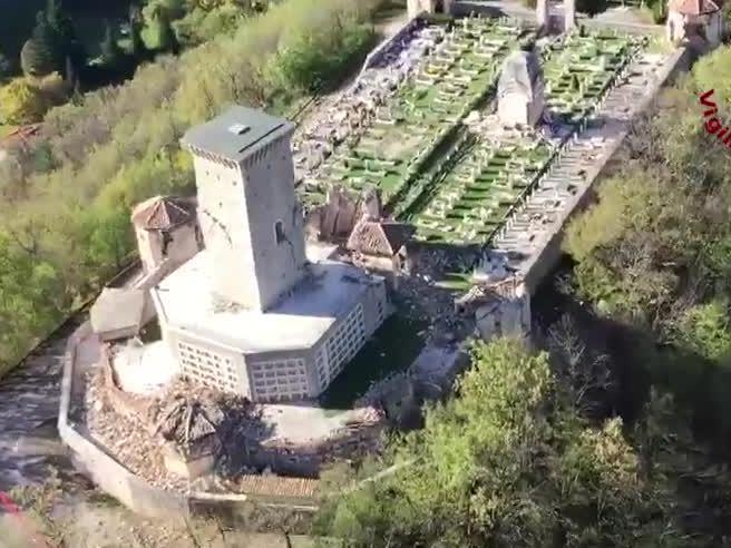 Il cimitero di Ussita seriamente danneggiato...</div></li>         <li class=