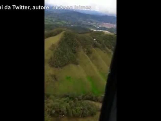 Colombia: l'ultima conversazione del pilota con la torre di controllo: «Non c'è più carburante»
