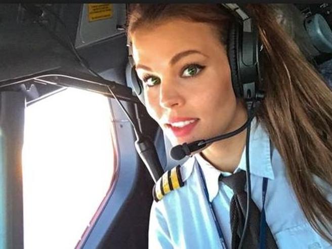 La pilota di aerei svedese appassionata di yoga che fa impazzire Instagram