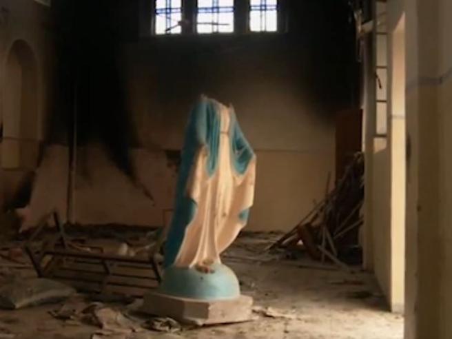 Dentro la Chiesa devastata da Isis a Batnaya,  l'ultima delle città cristiane liberate in Iraq Video