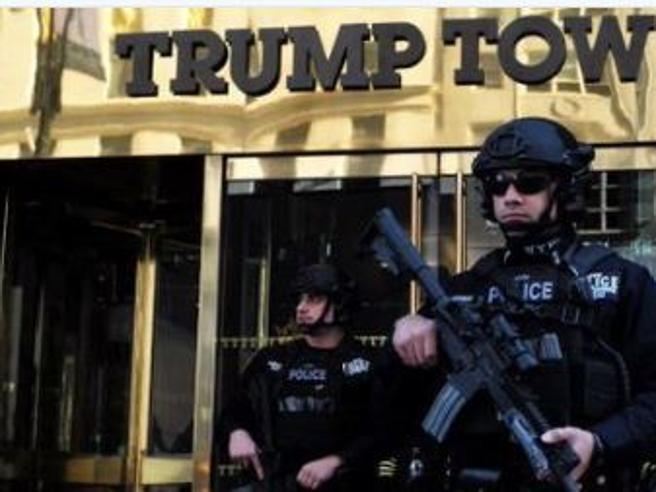 Evacuata la Trump Tower per un pacco sospetto: era uno zaino con giocattoli Il video