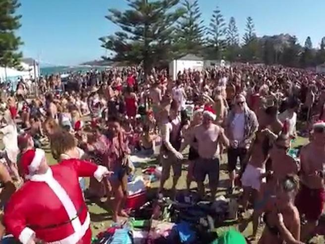 Festa di Natale a Sydney, spiaggia diventa una discarica Video